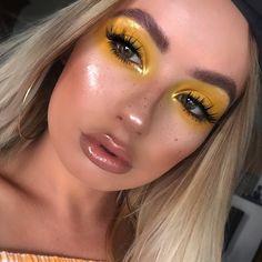 blown out yellow eyeshadow glitter glowy highlighter - Modern Makeup Goals, Makeup Inspo, Makeup Art, Makeup Inspiration, Makeup Tips, Makeup Ideas, Makeup Stuff, Makeup Geek, Makeup Trends