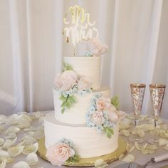 Cindy's Cakery // Buttercream wedding cake // Textured buttercream// Blush roses// Blue Hydrangea // Ford's Colony Country Club