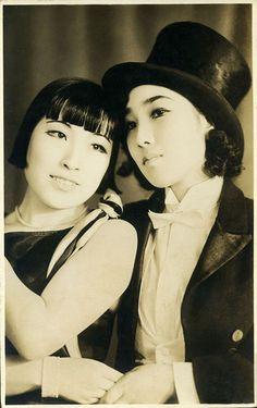 taishou-kun: akarazuka shoujo kageki 宝塚少女歌劇 (Takarazuka girls) - Japan - 1930s Nippon-Graph