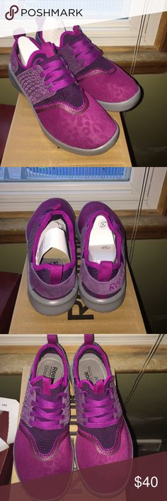 Reebok memory tech supreme Ortholite-NEW Magenta/purple/grey                             Elasticized instep strap                                                                   EVA heel cup Heel and instep pull-on loops Lace entry MEMORYTECH Mesh and suede upper ORTHOLITE® OrthoLite® footbed with MemoryTech Supreme cushioning Reebok Shoes Sneakers