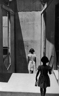 Sergio Larrain (1931 - 2012) - Passage Bavestrello, Valparaiso, Chili, 1952