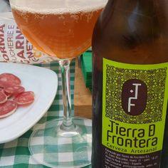 TIERRA DE FRONTERA. Excelente cerveza rubia artesanal de Jaén localizada en El Corte Inglés. Muy sabrosa y con el cuerpo para acompañar con embutidos La Cuenta: 2€ El Conteo: 7/10 #cervezas #cervezaartesanal #cervezaandalucia #cervesa #craftbeer #blondbeer #blondale