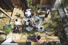 セレクトショップのフリークス ストア(FREAK'S STORE)は、ベツダイが運営する住宅ブランド「ライフレーベル(LIFE LABEL)」と協業し、新築規格住宅「フリークス ハウス(FREAK'S HOUSE)」をデザインした。全国165カ所にあるライフレーベル加盟の工務店で6月27日から販売する。本体工事価格は1 Diy Interior, Home Interior Design, Interior And Exterior, Indoor Courtyard, Tiny House Cabin, Japanese Interior, Japanese House, House Layouts, Garden Deco