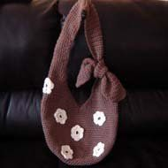 The rich brown color of this Autumn Flower Tote makes it the perfect bag to carry this autumn. Follow this easy crochet pattern to make this bag today.