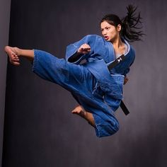 You May Enjoy martial arts tutorials With These Helpful Tips Action Pose Reference, Human Poses Reference, Female Reference, Action Poses, Poses Dynamiques, Art Poses, Female Martial Artists, Martial Arts Women, Karate Shotokan