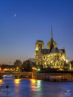 Sunset Notre Dame Notre Dame de Paris, Paris, FRANCE