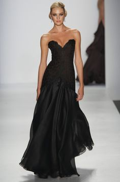 Candice Swanepoel in the Sweetheart Dress Style Noir, Mode Style, Beautiful Gowns, Beautiful Outfits, Gorgeous Dress, Estilo Glamour, Vestidos Fashion, Vestido Dress, Look Formal