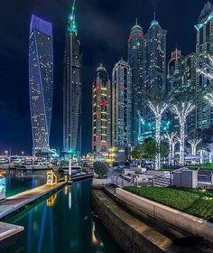 Dubai architecture buildings of the United Arab Emirates : Dubai Marina Dubai City, Dubai Hotel, Dubai Uae, Dubai Vacation, Dubai Travel, Futuristic Architecture, Amazing Architecture, House Architecture, Living In Dubai