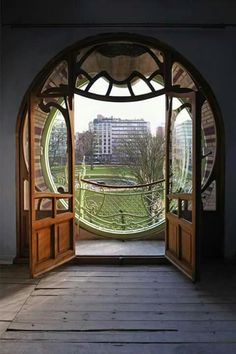 Art Nouveau round window