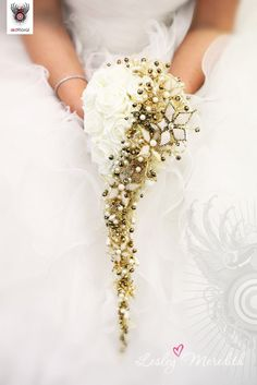 White and Gold teardrop bouquet by Red Floral Design.