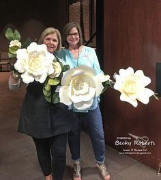Aren't these flowers beautiful?  I just love them!  I've been making them for years for weddings and events, everything from arches, to walls and the backs of chairs.  Since big flowers are back in vo