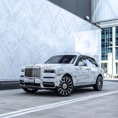 Developing technology and new cars technologies, actual car news, of your car problems and solutions. All of them and more than on the Bege's Cars. Top Luxury Cars, Luxury Suv, Luxury Life, Voiture Rolls Royce, Rolls Royce Cars, Fancy Cars, Cool Cars, Vehicle Signage, Rolls Royce Cullinan
