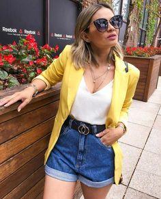 mom jeans, blusa branca e blazer amarelo alongado.Short mom jeans, blusa branca e blazer amarelo alongado. Blazer Outfits Casual, Cute Casual Outfits, Short Outfits, Stylish Outfits, Fall Outfits, Summer Outfits, Dress Outfits, Look Fashion, Fashion Outfits