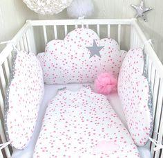 Tour de lit bébé, nuages réversibles, 3 grands coussins à petites étoiles roses et gris à pois blancs : Linge de lit enfants par petit-lion