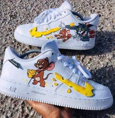 🐈👟🐀Tom and Jerry Nike Sneakers🐀👟🐈 Custom Painted Shoes, Custom Shoes, Nike Custom, Custom Af1, Hand Painted Shoes, Souliers Nike, Nike Shoes Air Force, Cute Sneakers, Aesthetic Shoes