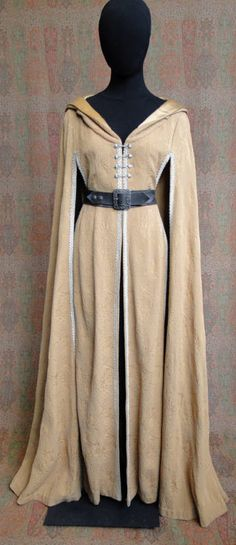 Travel Cloak...I really like this, And I can see it work with my costume.. love it!
