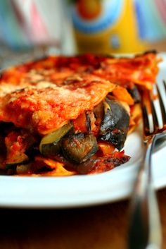Roasted Vegetable Lasagna with Besciamella Sauce Roasted Vegetable Lasagne, Veggie Lasagna, Real Food Recipes, Cooking Recipes, Yummy Food, Yummy Yummy, Veggie Dishes, Pasta Dishes, Entree Recipes