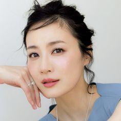 もはや魔法!中野明海の「リフトアップ」メイク 五選|Web eclat|Jマダムのためのお役立ち情報サイト Makeup Tips, Beauty Makeup, Hair Makeup, Hair Beauty, Japan Fashion, Girl Fashion, What Makes You Beautiful, Asian Makeup, Asian Girl