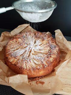 Chec englezesc cu mere. – Lorelley.blog Romanian Desserts, Romanian Food, Italian Desserts, Cookie Recipes, Dessert Recipes, Good Food, Yummy Food, Delicious Deserts, No Cook Desserts
