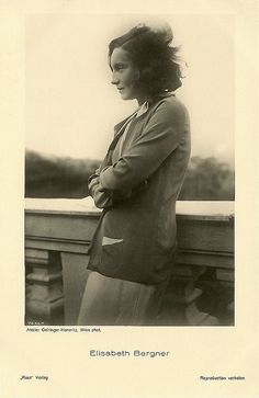 Austrian-British actress Elisabeth Bergner (1897 - 1986) influenced the German cinema of the 1920's and 1930's. She specialized in a bisexual type that she portrayed in Der Geiger von Florenz and in other film and stage roles. Nazism forced her to go in exile, but she worked successfully in the West End and on Broadway.