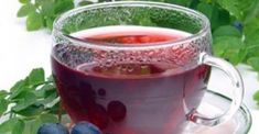 How To Make A Powerful Natural Remedy For The Treatment Of Diabetes! Cranberry leaves contain a glycoside extract called plant insulin, because it is a very successful natural remedy for treating diabetes, but first of Healthy Recipes For Diabetics, Diabetic Recipes, Healthy Tips, Healthy Food, Natural Cures, Natural Healing, Sugar Disease, How To Treat Diabetes, Cure Diabetes Naturally