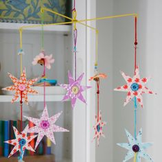 mobile self made Diy Paper, Paper Crafts, Diy Crafts, Creative Crafts, Mobiles, Diy For Kids, Crafts For Kids, Paper Mobile, Star Mobile