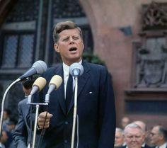 """Tagesspiegel Online/ John F. Kennedys Rede im Wortlaut/ """"Ich bin ein Berliner""""/ http://www.tagesspiegel.de/berlin/john-f-kennedys-rede-im-wortlaut-ich-bin-ein-berliner/8392204.html"""