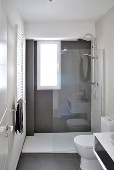Bathroom renovation - Home Decor Narrow Bathroom, Bathroom Design Small, Grey Bathrooms, Bathroom Layout, Bathroom Interior Design, Modern Bathroom, Bathroom Ideas, Bathroom Green, White Bathroom
