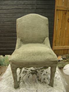 layer of concrete applied! First layer of concrete applied to old chair.First layer of concrete applied to old chair. Concrete Cement, Concrete Crafts, Concrete Projects, Concrete Garden, Outdoor Projects, Concrete Overlay, Garden Crafts, Garden Projects, Cemento Portland