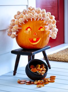 59 Pumpkin Carving Ideas for Halloween That Show Off Your Crafty Side 60 besten Kürbis schnitzen Ideen Halloween 2018 – kreative Jack o Lantern Designs Halloween 2018, Casa Halloween, Theme Halloween, Diy Halloween Decorations, Holidays Halloween, Halloween Pumpkins, Halloween Crafts, Happy Halloween, Halloween Witches