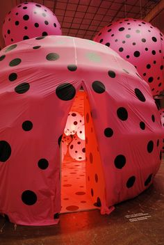1-dots-obsession-love-transformed-into-dots-installation-by-yayoi-kusama-at-skum-sorlandets-kunstmuseum