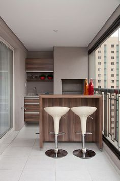 45 Inspiring Mini Bar Design Ideas On Your Apartment Balcony. A balcony is where the heart is and probably this is the reason why we go on adding more and more comforts to our living space. Decor, House Design, Apartment Accessories, Home Bar Designs, Home Decor, Bars For Home, Mini Bar, Bar Design, Balcony Design