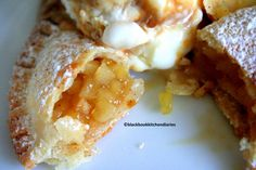 Baked Apple Empanadas Are you in the mood for something stuffed? Do you have a craving for something sweet and flaky? Are you in love with little stuffed-baked-apple-pie also known as empanadas? If you're nodding yes to… Pudding Desserts, Apple Dessert Recipes, Sweet Desserts, Apple Recipes, Just Desserts, Mexican Food Recipes, Delicious Desserts, Yummy Food, Mexican Sweet Breads