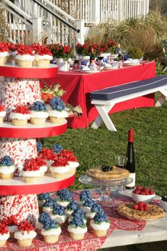 We love this idea for a casual, outdoor 4th of July wedding!