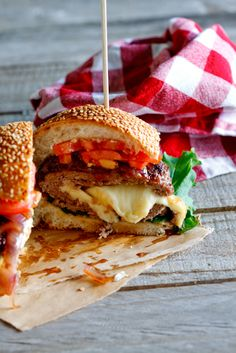 Mozzarella-stuffed burgers