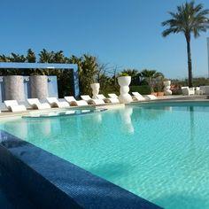 Buona giornata! ! #borgodegliangeli #piscinadellerose
