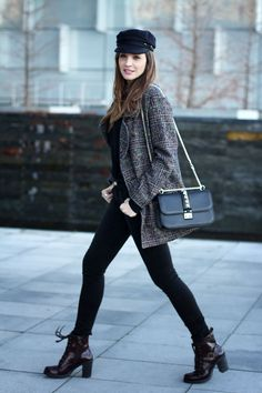 chaquetón Indi&Cold. jeans Berskha. jersey Massimo Dutti. botines Cuplé. Gorra Isabel Marant for H&M. bolso Valentino. Outfits With Hats, Casual Outfits, Fashion Outfits, Fashion Trends, Fashion Bloggers, Fashion Fashion, Fashion Videos, Fashion Women, Fashion Online