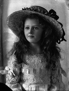 Les Petites Mains, histoire de mode enfantine: Chapeaux d'enfants
