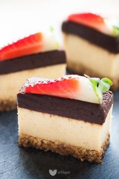 Millet cheesecake with bitter cieciorellą. Gout Recipes, Raw Food Recipes, Sweet Recipes, Cake Recipes, Vegan Cheesecake, Vegan Cake, Mad Cook, Food Cakes, Healthy Sweets