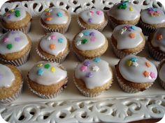 Mini-Cupcakes, Crafty Love & More! Lemon Cupcakes, Mini Cupcakes, Mini Cupcake Pan, Birthdays, Kid Parties, Crafty, Minis, Desserts, Easy