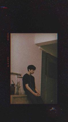 I'm not lonely music is always there with me! Foto Jungkook, Jungkook Cute, Foto Bts, Bts Photo, Bts Taehyung, Namjoon, Look Wallpaper, Aesthetic Iphone Wallpaper, Aesthetic Wallpapers
