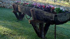 Troncos e raizes: Móveis rústicos e objetos de decoração feitos de madeira reciclada