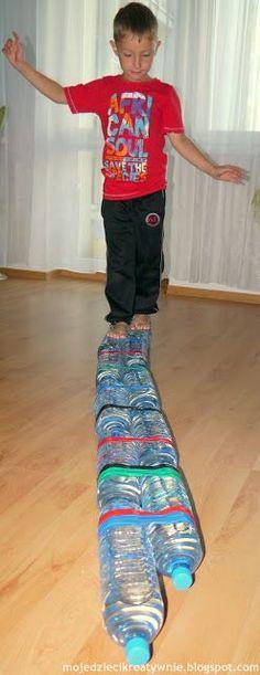 Water przedszkód track - My Creative Children Gross Motor Activities, Preschool Games, Gross Motor Skills, Sensory Activities, Sensory Play, Infant Activities, Activities For Kids, Bebe 1 An, School Coloring Pages