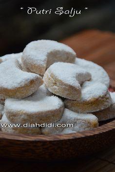 Blog Diah Didi berisi resep masakan praktis yang mudah dipraktekkan di rumah. Indonesian Desserts, Asian Desserts, Indonesian Food, Holiday Desserts, Indonesian Recipes, Baking Recipes, Cookie Recipes, Snack Recipes, Snacks