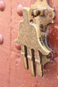 Hamsa/Hand of Fatima door knocker Door Knobs And Knockers, Knobs And Handles, Door Handles, Cool Doors, Unique Doors, Pretty Things, Door Detail, Hand Of Fatima, Door Accessories