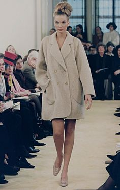 With NYFW going on right now, this look from Prada's 2002 show has me down with a case of major nostalgia!