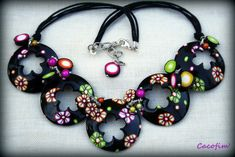 Idées noires...    use commercial washers, paint, add flowers, attach to each other