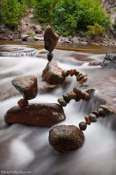 The balanced rock sculptures by Michael Grab rely on gravity and demonstrate spectacular stone art works which are inspiring and amazing Land Art, Michael Grab, Stone Balancing, Rock Sculpture, Stone Sculptures, Sculpture Garden, Balanced Rock, Art Pierre, Balance Art