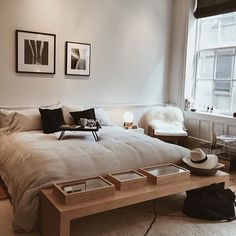 The post Neutral colour scheme calm cocooning bedroom. appeared first on Sovrum Diy. Home Decor Bedroom, Modern Bedroom, Bedroom Neutral, Bedroom Inspo, Diy Bedroom, 1980s Bedroom, Teen Bedroom, Bedroom Wall, Bedroom Design Minimalist