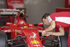 El nuevo monoplaza de Ferrari ha empezado a fabricarse con retraso, según ha revelado el presidente de la Scuderia, Sergio Marchionne, en declaraciones que recoge el portal The F1 Hub. La razón es que el equipo italiano focalizó sus esfuerzos durante los últimos meses de la pasada temporada en el coche de 2015 para intentar ...